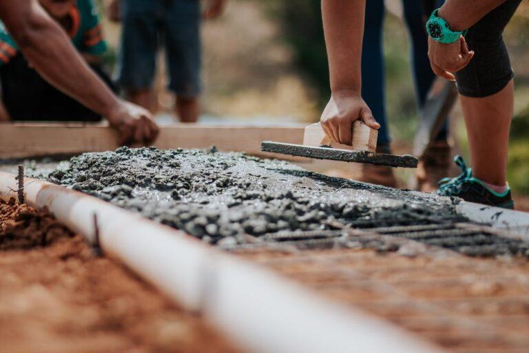 INEGI da a conocer que las empresas constructoras siguen contrayéndose